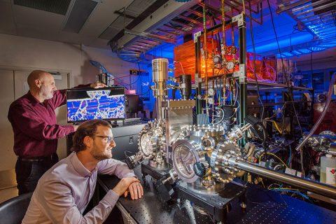 Científicos logran crear el metal más resistente de todos